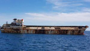 barco chino es convertido en arrecife