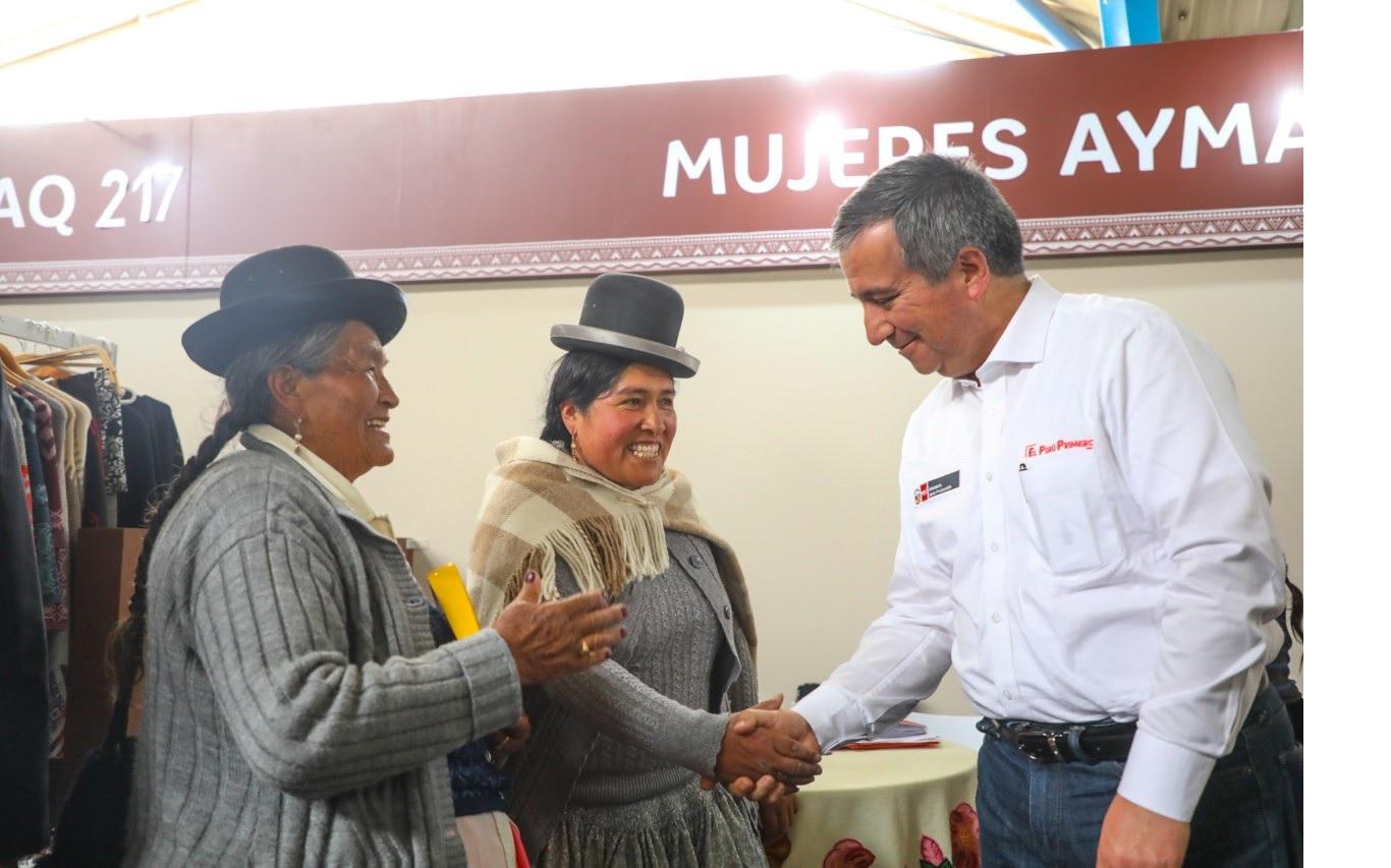 mujeres de Arequipa y Ministro