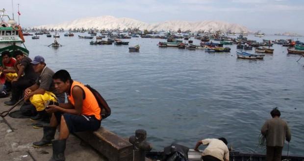 CHIMBOTE – Quince pescadores heridos tras voltearse lancha