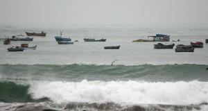Restringen actividades marítimas en Ilo por oleajes anómalos