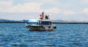 PUNO – Buzos de la Marina buscan a pescador desaparecido en el Titicaca