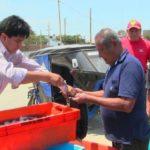 CASMA – Municipio y Produce distribuyen pescado a familias de escasos recursos