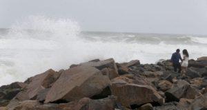 PISCO – Por oleaje irregular cierran terminal y puerto iqueño de Tambo de Mora